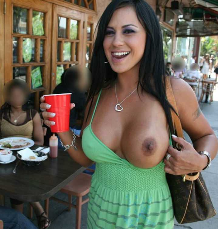 Girls flashing boobs pics